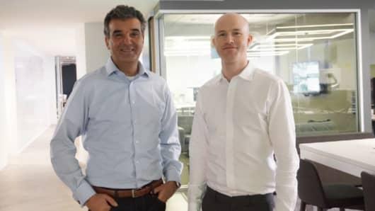Le président et chef de l'exploitation de Coinbase, Asiff Hirji (à gauche), avec le PDG et co-fondateur de Coinbase, Brian Armstrong