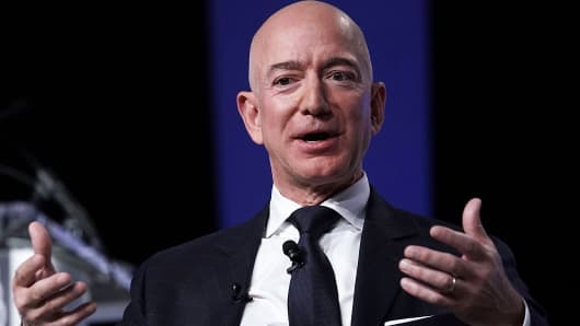El CEO de Amazon, Jeff Bezos, fundador de la empresa espacial Blue Origin y propietario de The Washington Post, participa en un evento organizado por la Air Force Association el 19 de septiembre de 2018 en National Harbor, Maryland.
