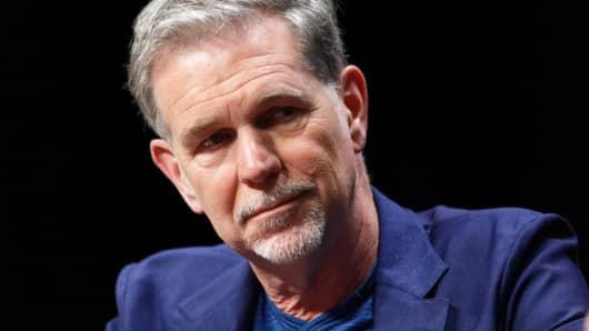 El co-fundador, presidente y CEO de Netflix, Reed Hastings, asiste a una sesión de preguntas y respuestas durante un Foro Transatlántico en Lille, Francia.