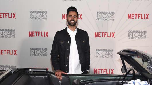 El comediante Hasan Minhaj asiste