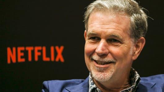 Reed Hastings, CEO de Netflix, habla durante una entrevista en el segundo día del evento Netflix See What's Next: Asia en Marina Bay Sands el 9 de noviembre de 2018 en Singapur.