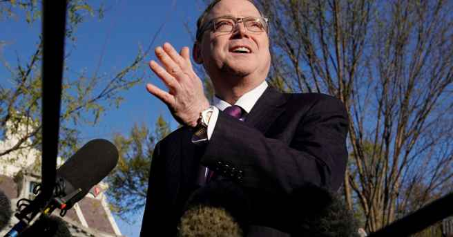 Trump advisor Hassett expects economy to defy earlier doomsday