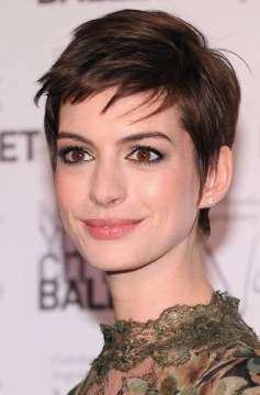 anne hathaway short layered hair