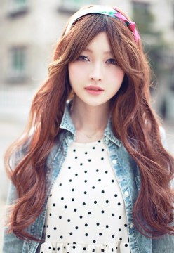 long wavy hair with side bangs