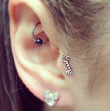 skeleton key tragus piercing