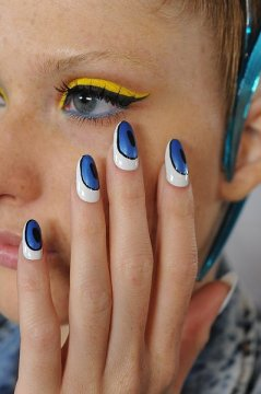 Blonds - graphic beautiful nail designs