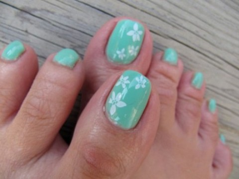 Blue and White Flower Cute Toe nail Design