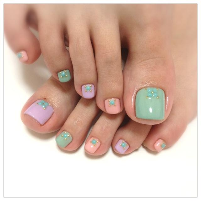 cute pastel toe nail design