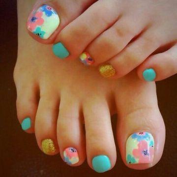 flowery pastel toe nail design