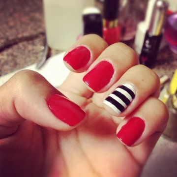 red nail nautical accent