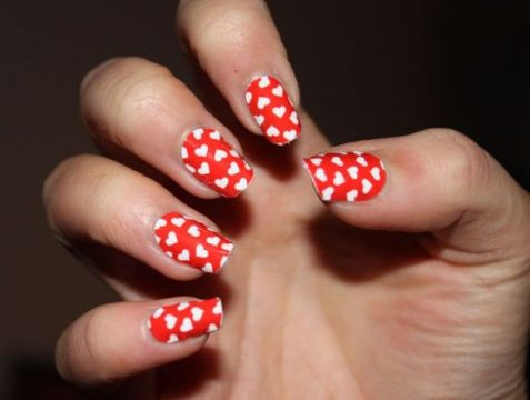 red nails white hearts