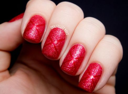 red tetxured nails