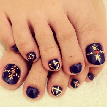 superb detailing toe nail art