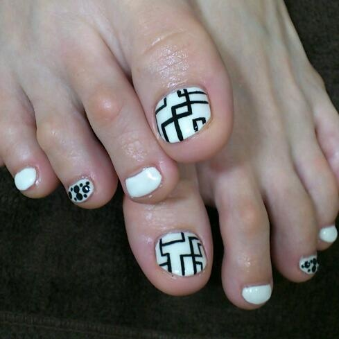 50 incredible toe nail designs ideas fmag tribal toe nail art white black geometricla deisgn prinsesfo Choice Image