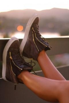 sneaker with zipper