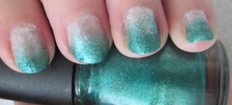 Green to silver gradient short nails.