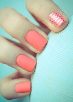 Matte short nails.