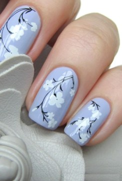 White Flowers Lilac Pastel Nails