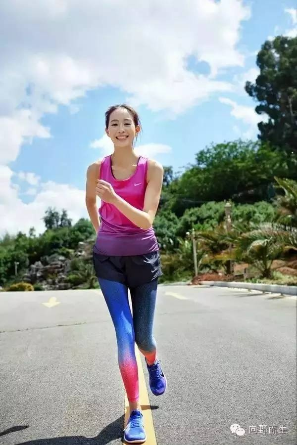 tights-under-shorts-jogging-girl