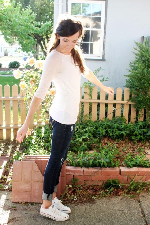 white sweater capri jeans white converse
