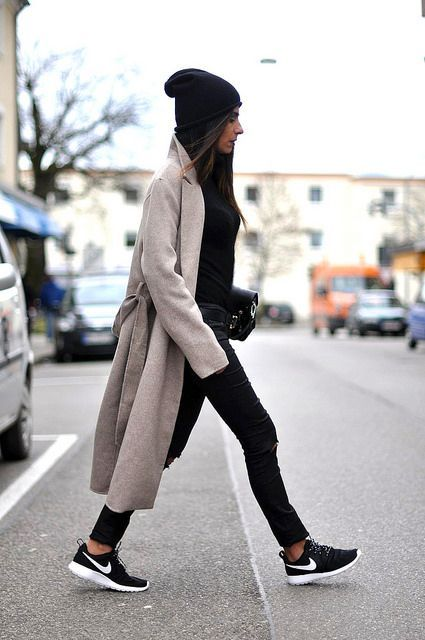 baggy coat black sneakers