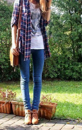 skinny jeans white print tee flannel plaid shirt