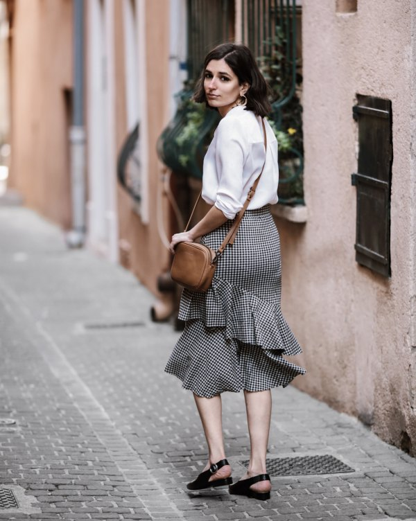 b5dfc79430d9 How to Style Ruffle Skirt: 13 Best Outfit Ideas - FMag.com