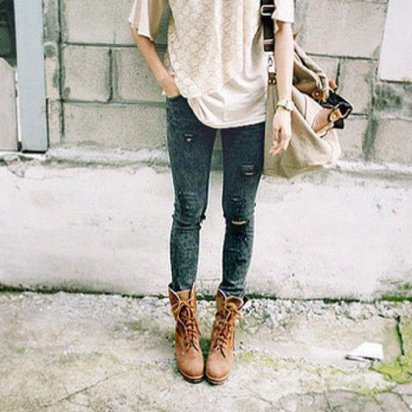 brown hiking boot lace tee skinny jeans