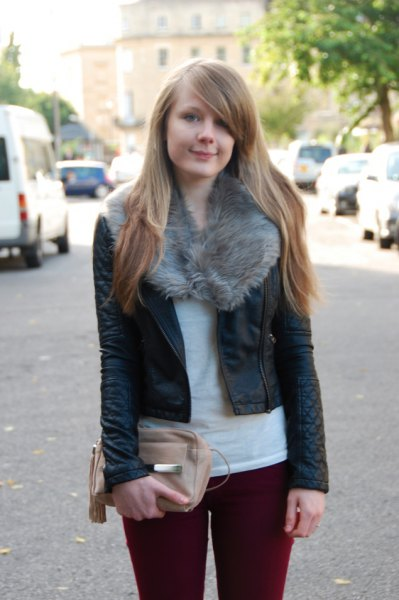 burgundy skinny jeans outfit