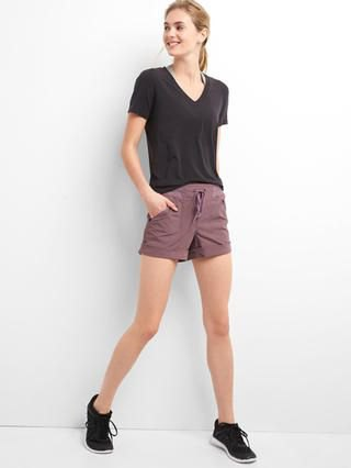 hiking shorts black t shirt outfit