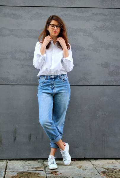 white button up shirt mom jeans
