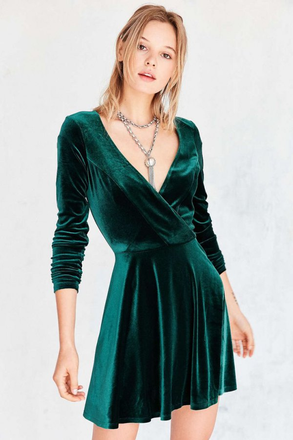7fbe41db77 15 Best Ways to Style Green Velvet Dress - FMag.com