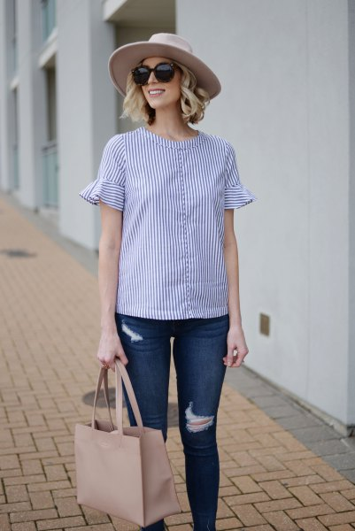 blue and white striped flutter sleeve blouse skinny jeans