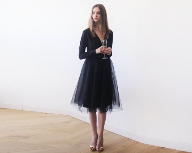 long sleeve v neck loose fit tulle dress