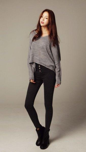 grey long sleeve high low tee black skinny jeans