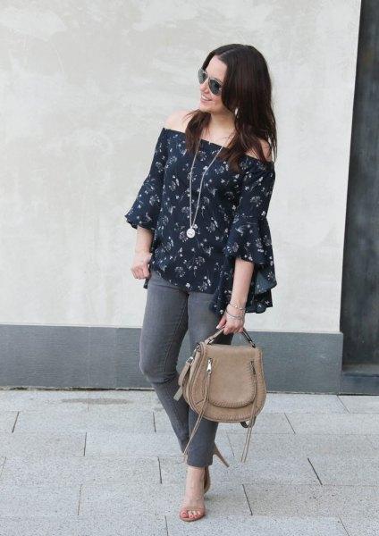 navy floral blouse grey skinny jeans