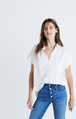 white oversized short sleeve shirt button front skinny jeans