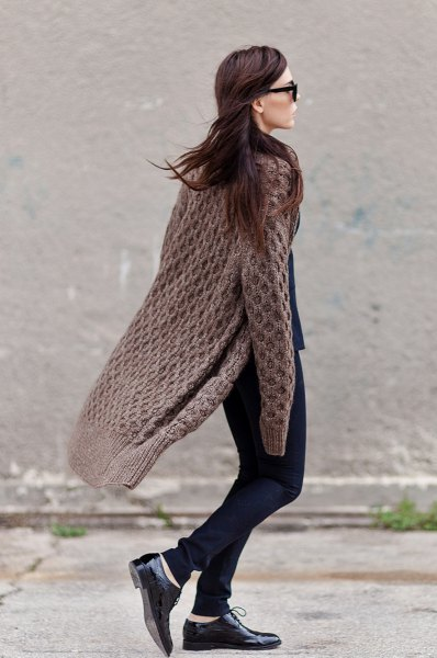 grey long cable knit cardigan skinny jeans