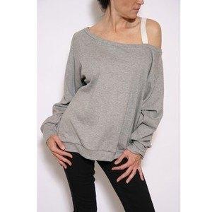 447e12b2ba39a3 How to Style Off The Shoulder Sweatshirt  Outfit Ideas - FMag.com