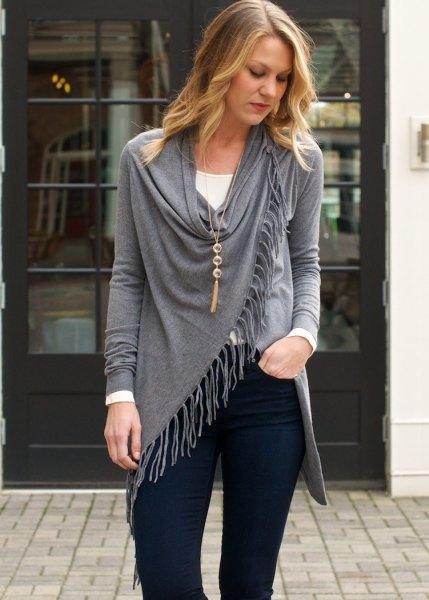 navy blue skinny jeans boho style necklace