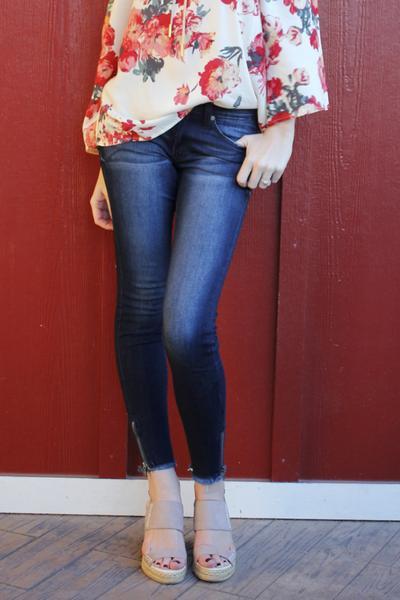 white floral chiffon blouse blue skinny jeans