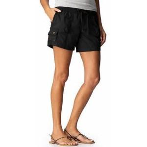 black cargo shorts flat sandals