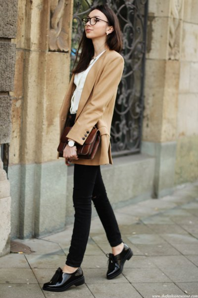 camel blazer with black skinny jeans oxford shoes