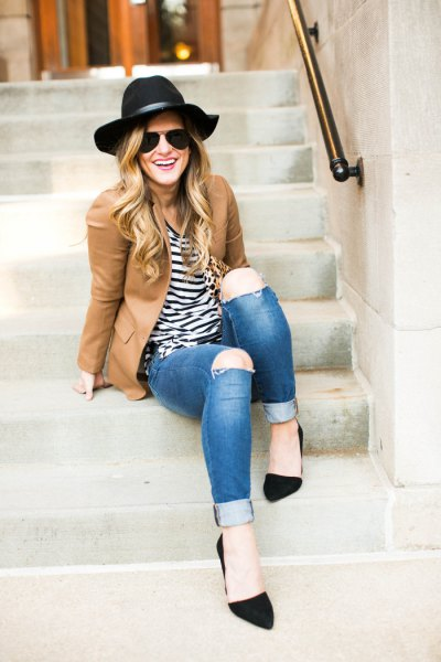 camel blazer with striped tee black felt hat