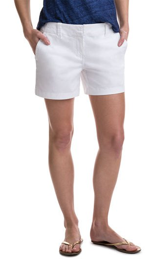 dark blue t shirt white shorts