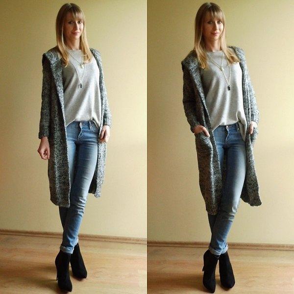 grey sweatshirt light blue skinny jeans