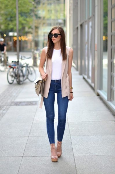pale pink sleeveless blazer with white vest top and skinny jeans