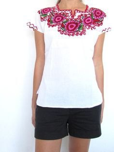 white mexican peasant blouse black shorts