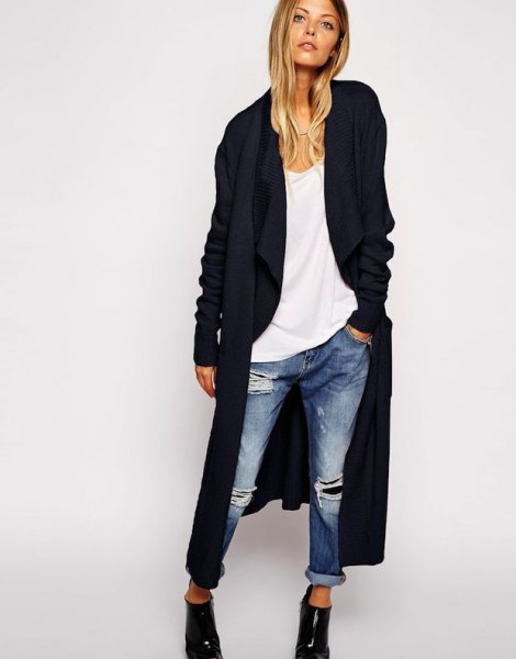 black maxi cardigan with white t shirt and ripped boyfriend jeans