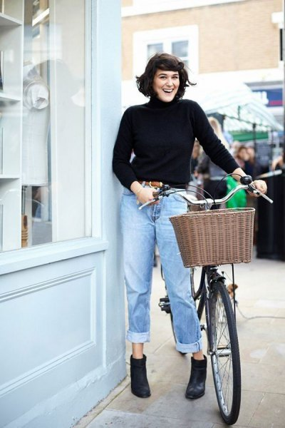 black turtleneck sweater with blue cuffed high waisted jeans